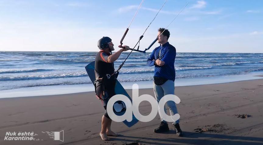 I çmendur pas aventurave, 50-vjeçari tregon eksperiencën në kitesurfing