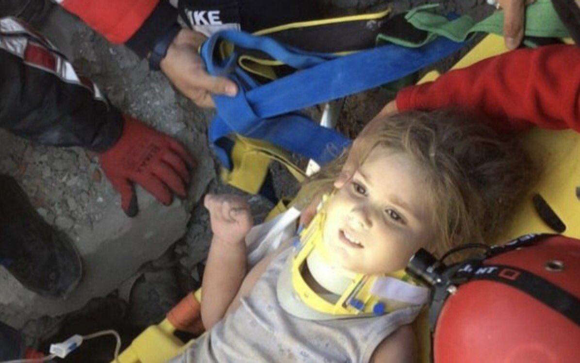 Një tjetër mrekulli në rrënojat e tërmetit në Izmir, fëmija 4-vjeçar nxirret i gjallë pas 91 orësh