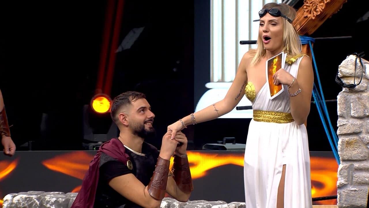 """Aktori i ulet në gjunjë, moderatorja e """"Gladiator"""" përballet me të papriturën në studio"""
