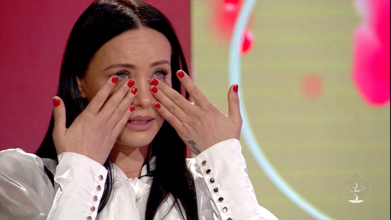 """""""Pika ime e dobët"""", Albana Osmani surprizohet live, kush është djali që bëri të qajë moderatoren"""