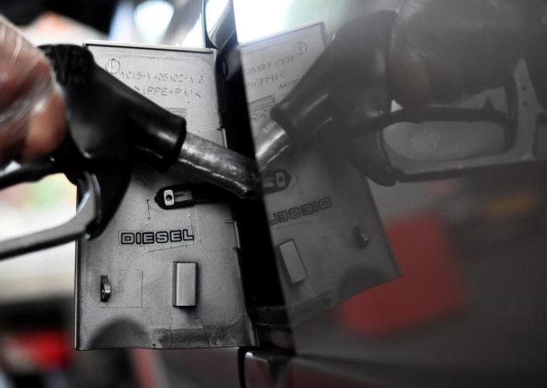 Britania do të ndalojë shitjen e makinave të reja me benzinë dhe naftë nga viti 2030