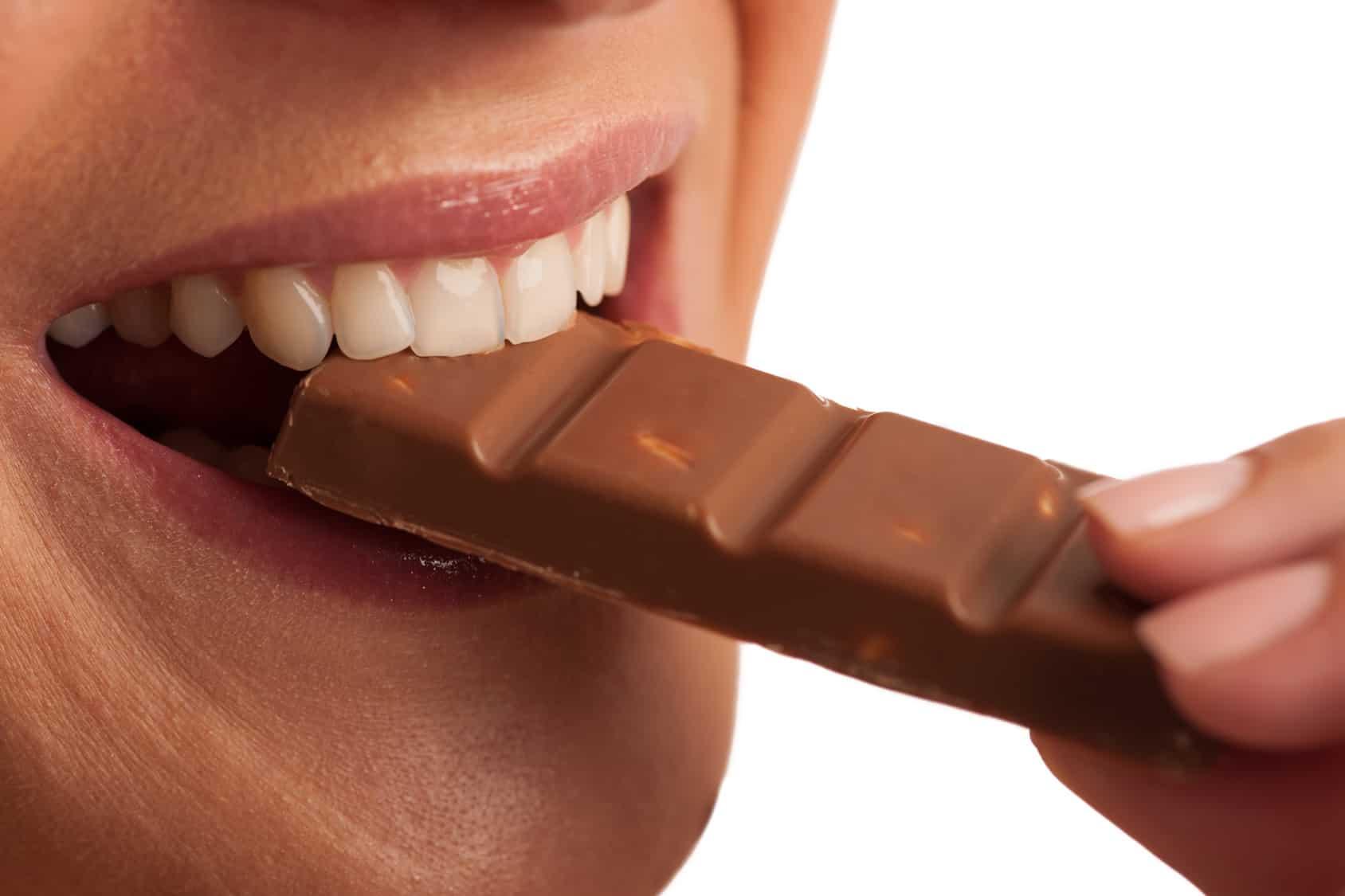 Çfarë ndodh me trupin tuaj nëse hani pak çokollatë çdo ditë