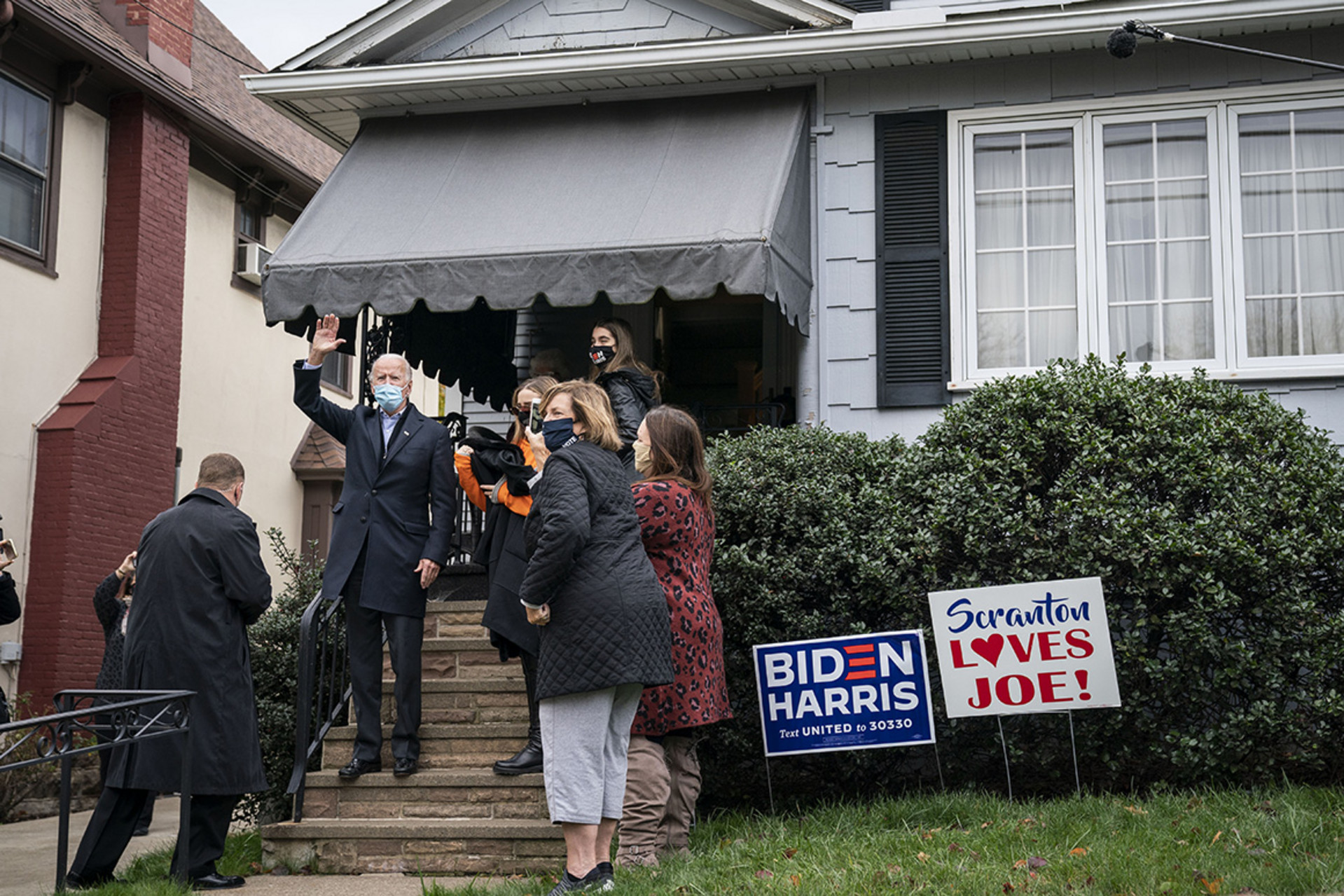 Biden viziton shtëpinë ku lindi, lë shënimin: Nga këtu, në Shtëpinë e Bardhë