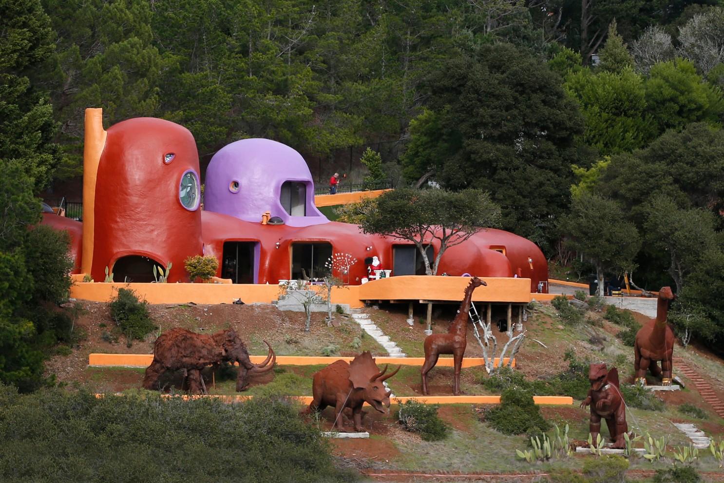 E frymëzuar nga filmi i njohur vizatimor, kjo shtëpi e çuditshme ka vlerë marramendëse