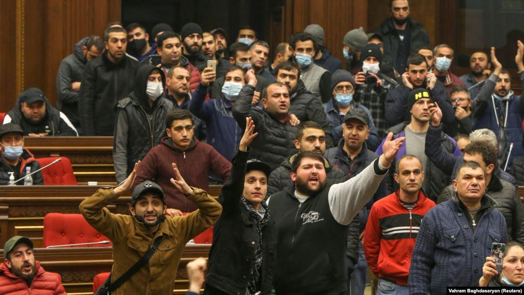 Armenia në krizë politike, pas marrëveshjes për armëpushim me Azerbajxhanin