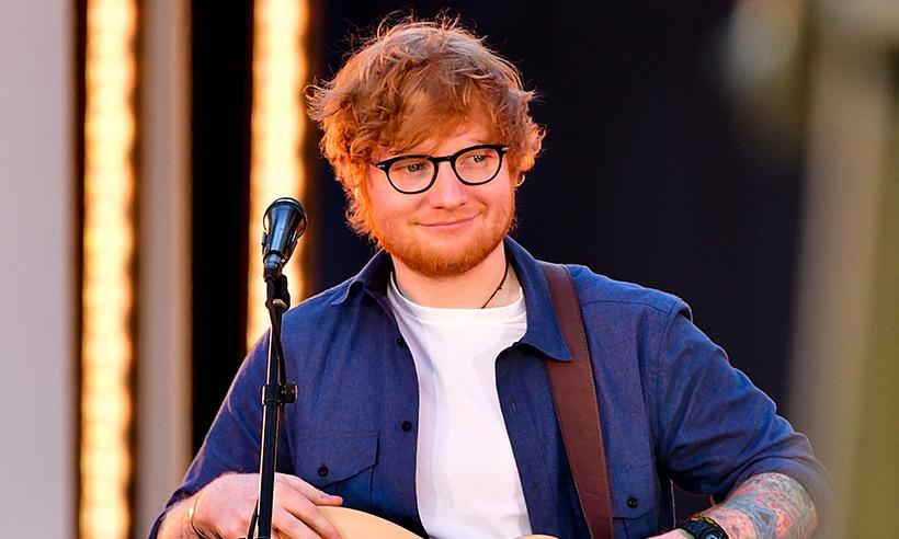 Këngëtari i njohur dhuron 10 mijë paund për spitalin që u kujdes për gjyshen e tij