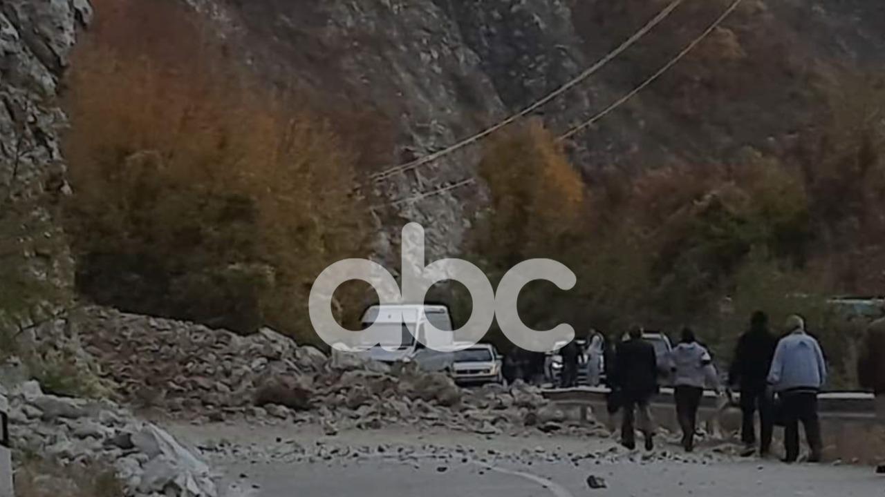 Tërmeti në Maqedoni çau muret e shtëpive në Peshkopi, shkëmbinjtë bllokuan rrugën