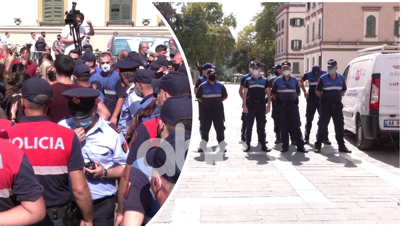 Covid-19 ndalon protestat, por jo tubimet politike