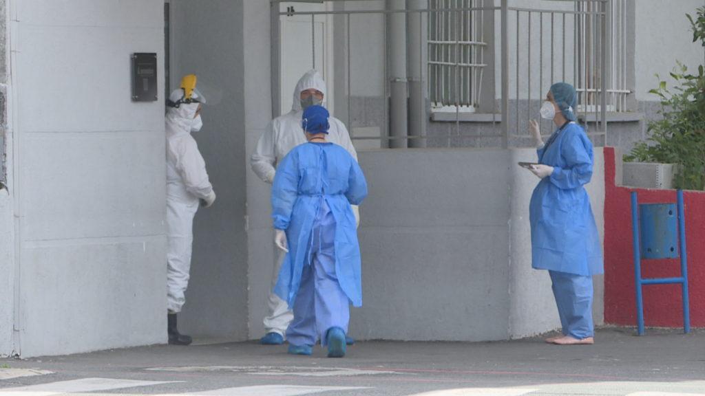Pacienti hidhet nga lartësia në spitalin Infektiv