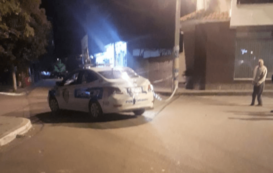 Makina e Policisë përplas motorin në Kombinat, përfundon në spital drejtuesi