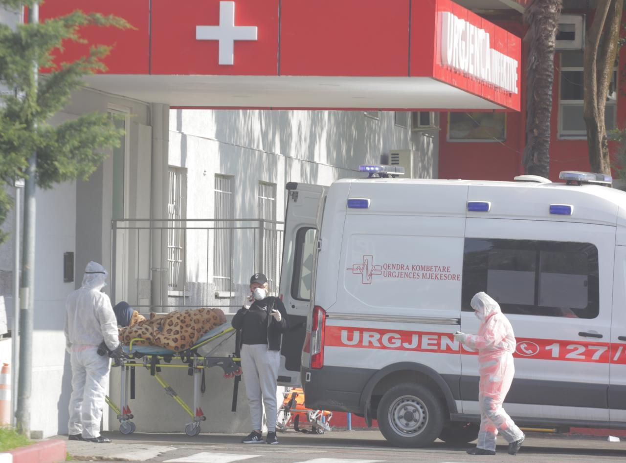 Mbi 900 raste të reja, 21 të vdekur nga Covid në vend