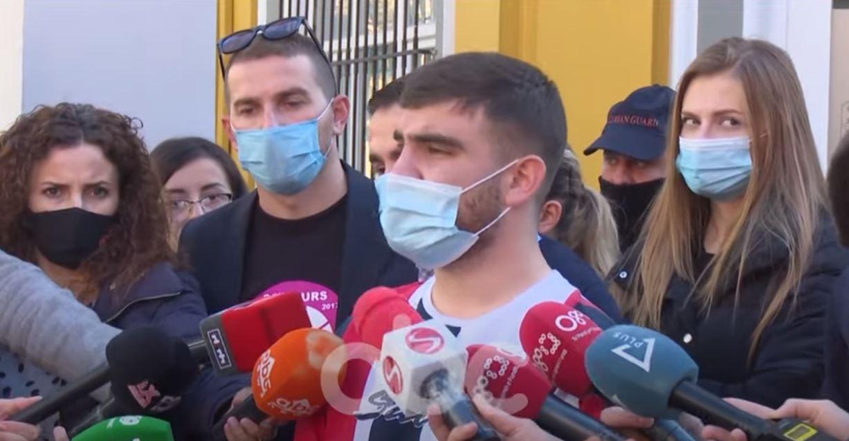 Studentët: Mësimi online nuk funksionon, do të padisim Ministrinë e Arsimit për dëm financiar