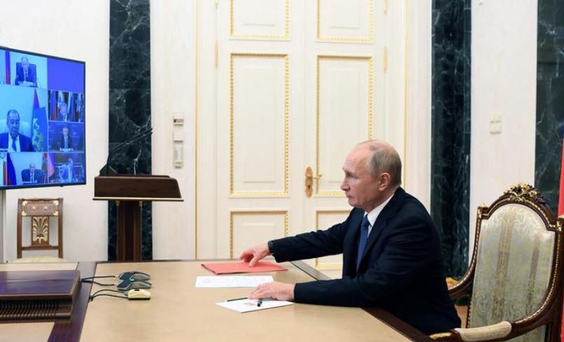 Putin-Macron bisedë telefonike rreth konfliktit në Nagorno-Karabakh