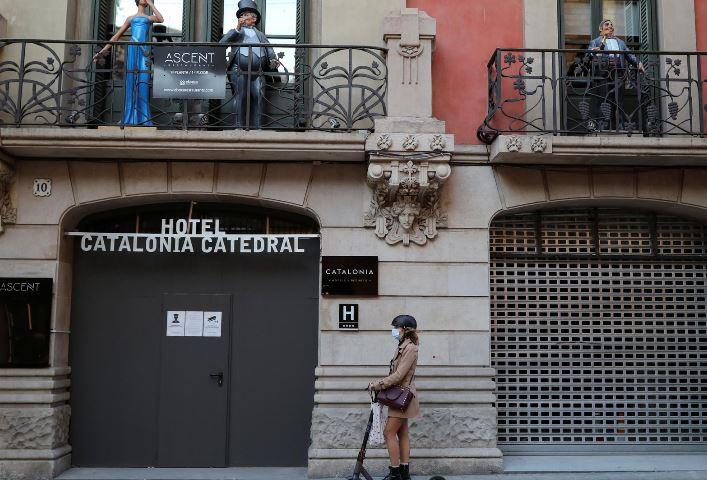 """Koronavirusi """"nxjerr në shitje"""" hotelet në Spanjë"""