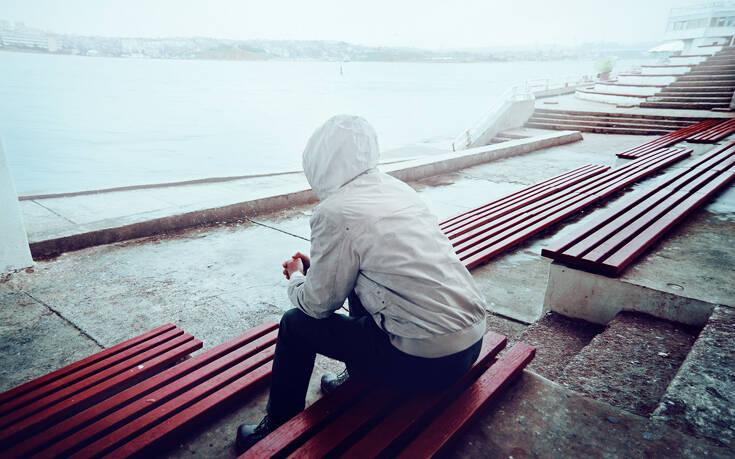 25 vjeçarët më të vetmuar se 60 vjeçarët, stresi faktori kryesor