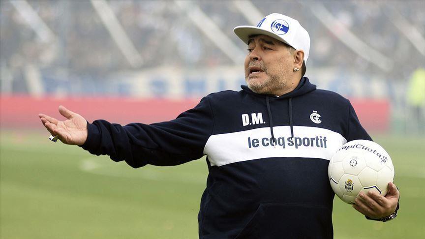 Tronditet futbolli: Shuhet kampioni Diego Maradona