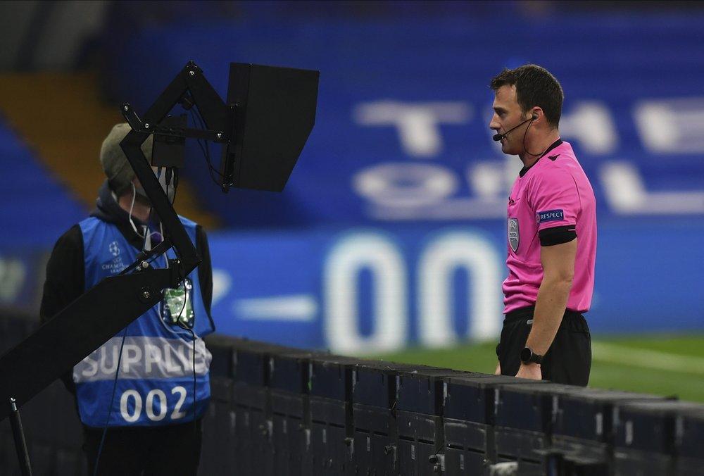 """""""Është e padrejtë, ndryshoni rregullin e prekjes me dorë"""", UEFA kërkesë FIFA-s"""