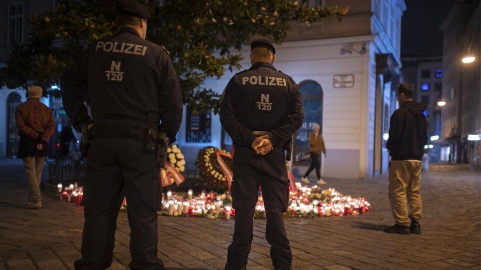 Sulmi terrorist me 4 të vrarë, qeveria austriake mbyll dy xhami në Vjenë