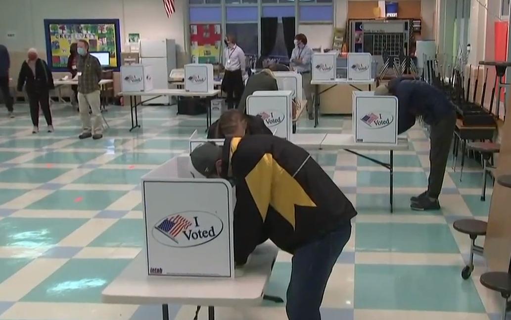 Trump përballë Biden, hapen qendrat e votimit në SHBA