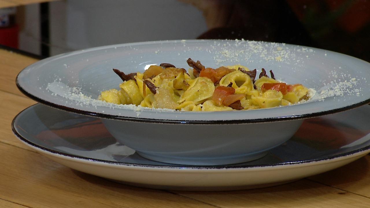 Tortelini me kërpudha të thara – Receta nga Florenca Reçi