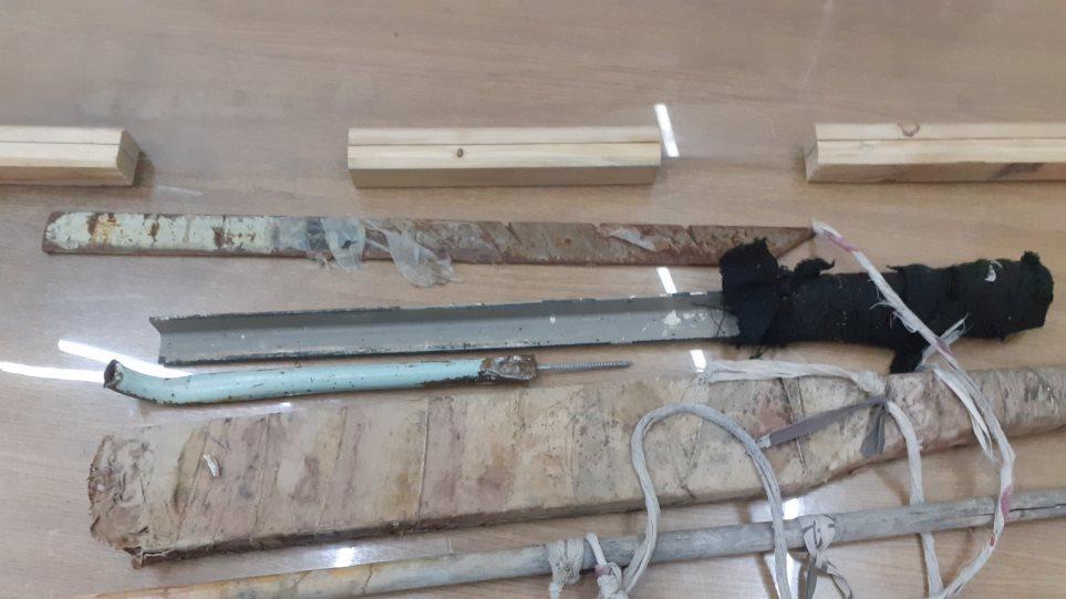 Leva hekuri, shpatë dhe 110 litra raki: Policia bastis burgun e mbushur me shqiptarë