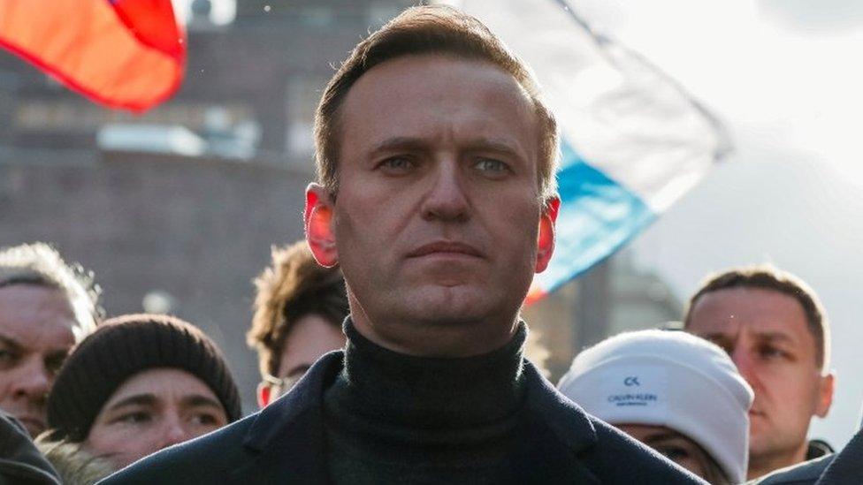 Flet agjenti i Sigurimit rus: Helmi liderit të opozitës iu vendos tek të brendshmet