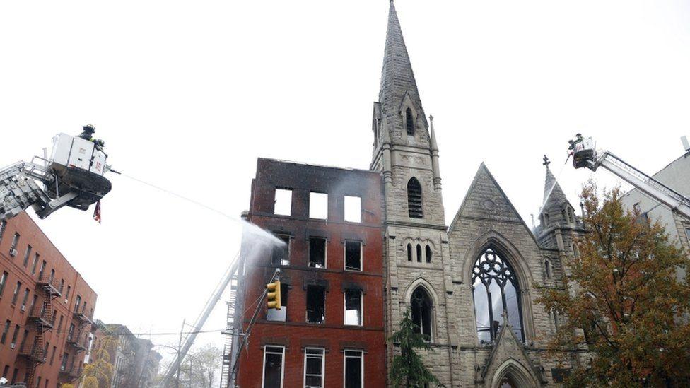 Zjarri shkatërron kishën 128-vjeçare në New York