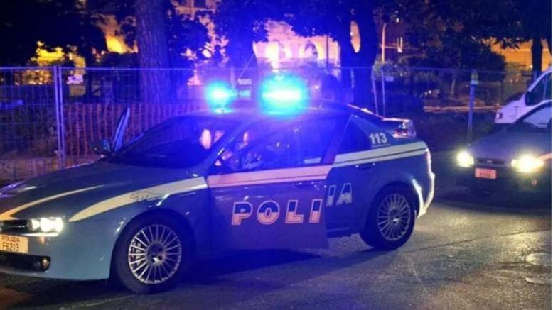 Kishte kërcënuar bashkëatdhetarin, policia ndjek shqiptarin në rrugët e Italisë! I riu qëllon drejt tyre