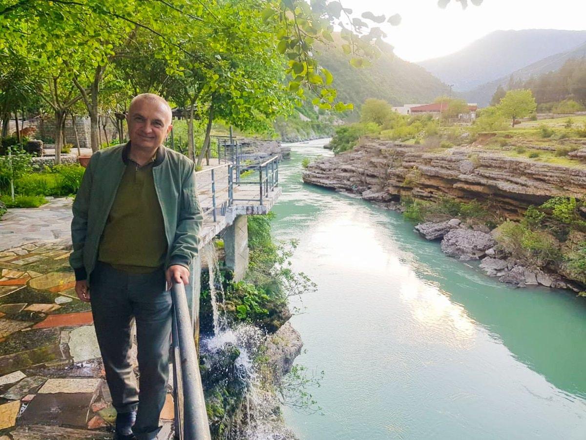 Meta: Qeveria të heqë dorë nga projektet për ndërtim të HEC-eve mbi lumin Vjosa