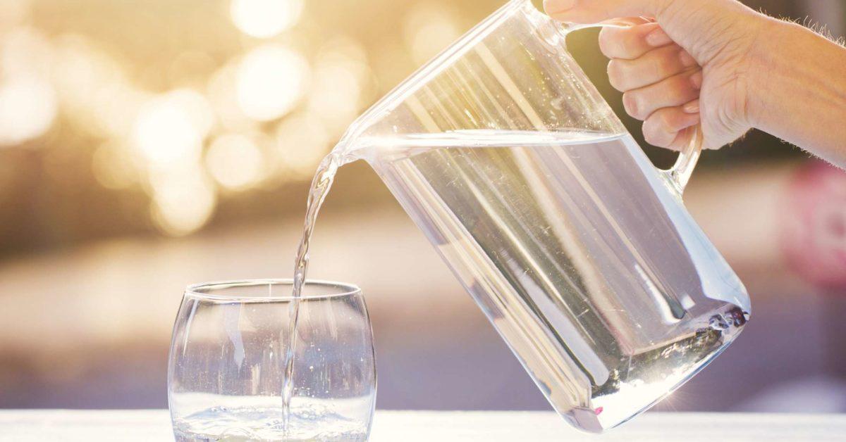 Koha ideale për të pirë ujë gjatë ditës