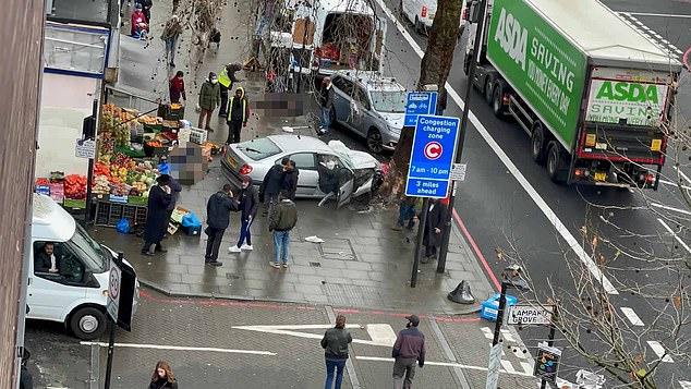 Makina përplas këmbësorët në Londër, disa të plagosur