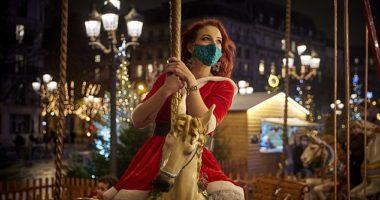 """Të """"lirë"""" pas 6 javësh karantinë, parisienët shijojnë atmosferën e Krishtlindjeve"""