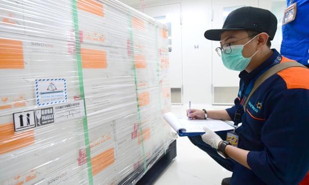 Indonezia merr dërgesën e parë të vaksinës nga Kina