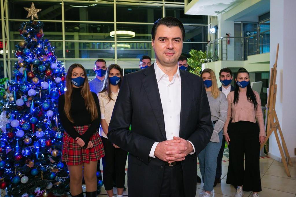 Basha uron qytetarët: Ka shpresë, do ta kthejmë 2021 në vitin që Shqipëria do të jetë e fortë