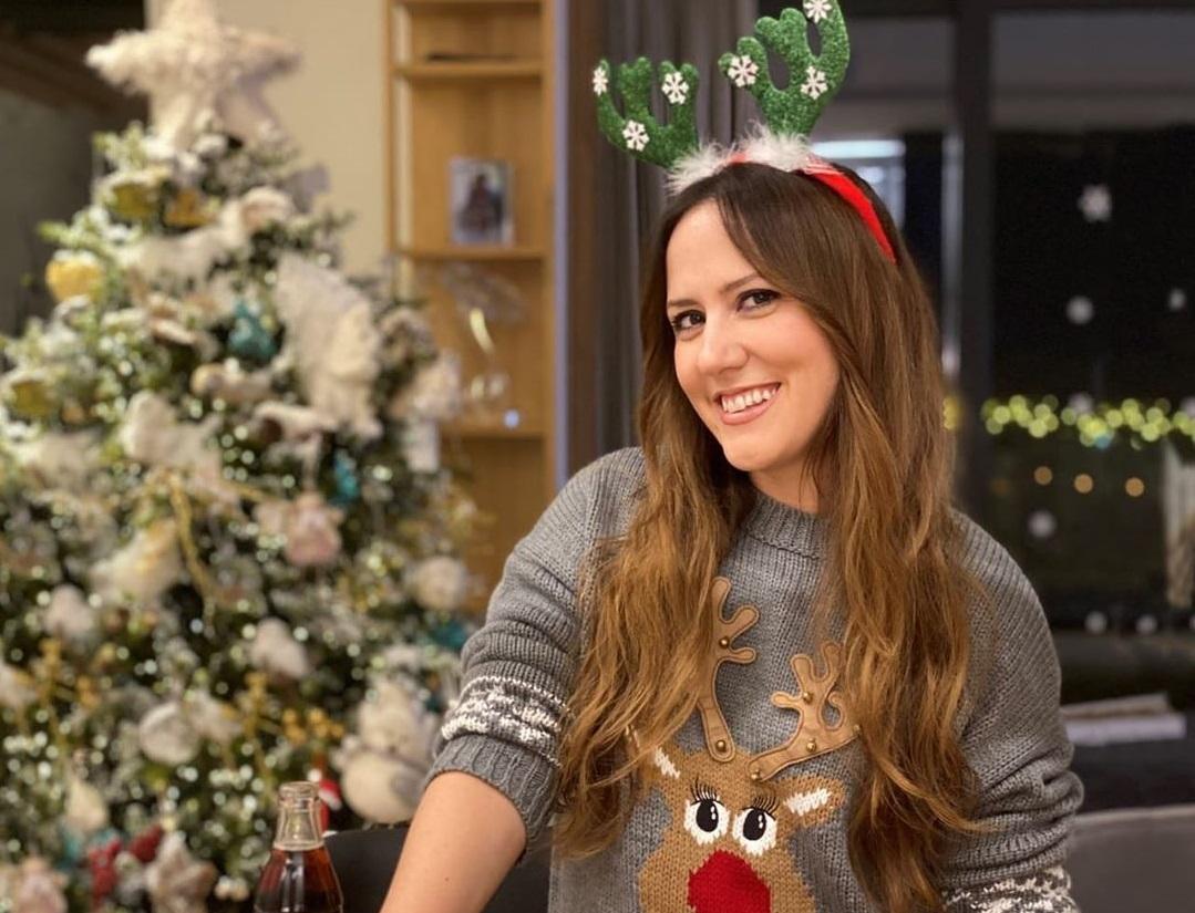 Arbana hap dyert e shtëpisë për Krishtlindje, zbukurime plot ngjyra dhe dhurata për djemtë