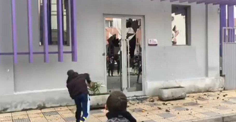Angry protesters attack SP's headquarters in Shkodra