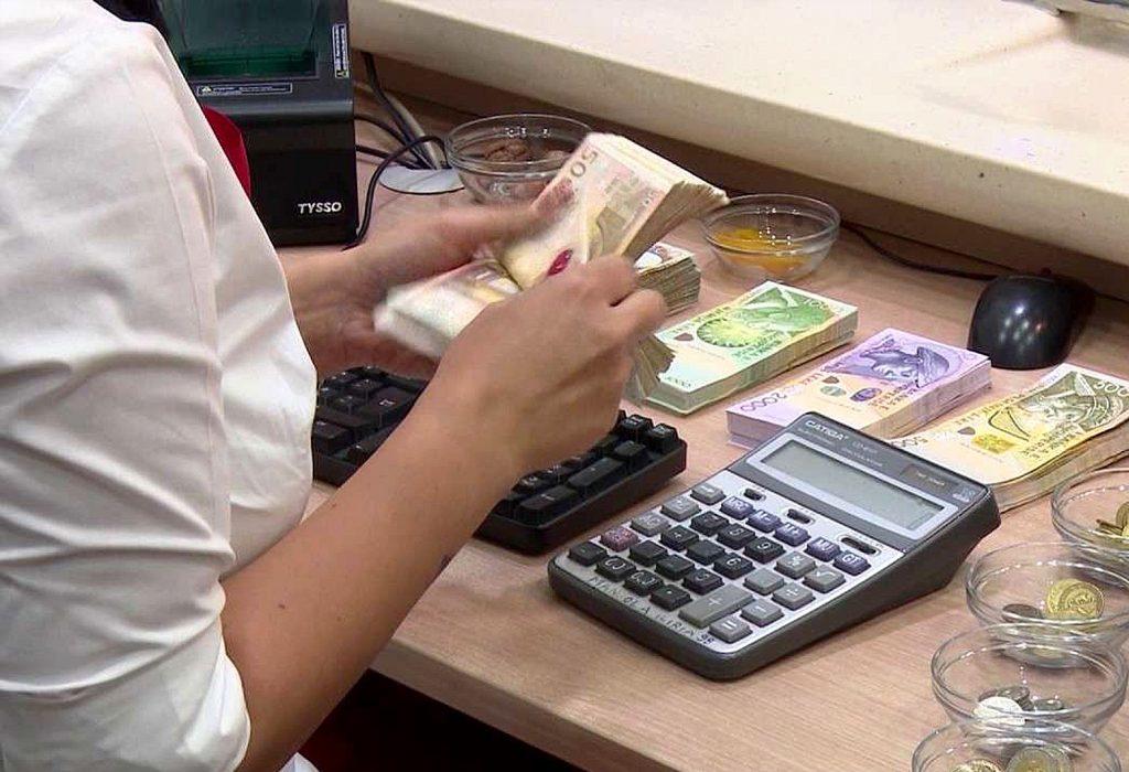 Mes rënies së konsumit dhe pastrimit të parave, ekonomia bie me 3.5% në tremujorin e tretë
