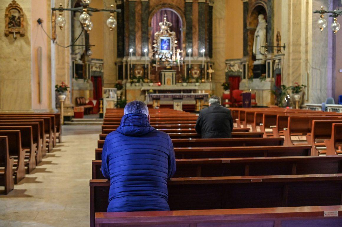 Covid-19/Kisha Katolike holandeze anulon meshat e Krishtlindjes