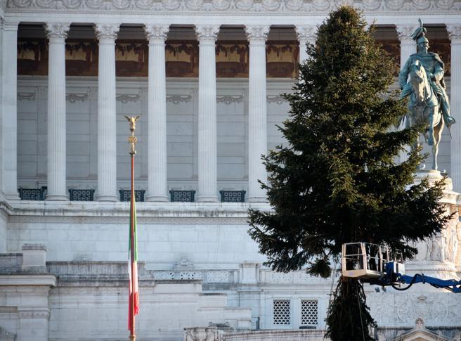 Festat e fundvitit: Italia ndalon udhëtimet, mbyllen hotelet nëpër male