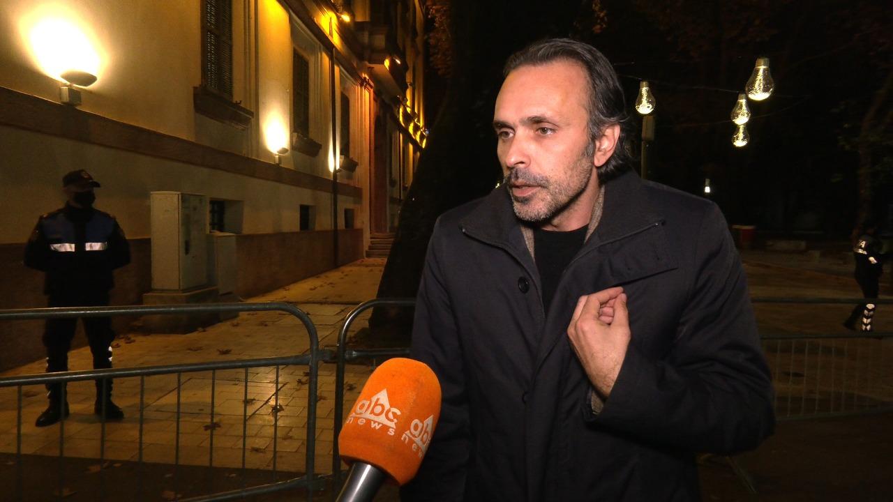 Ergys Mërtiri: Më shoqëruan vetëm se po filmoja dhunën e policisë ndaj kolegëve