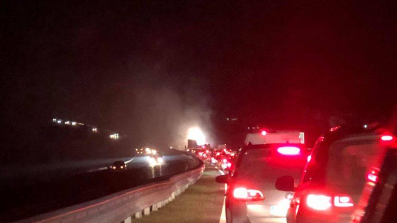 VIDEO/ 7 makina përfshihen në aksident në autostradën Prishtinë – Prizren