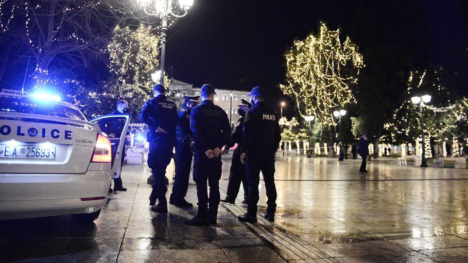 Zbrazen rrugët e Athinës! Policia kontrolle për qytetarët që lëvizin gjatë orës policore
