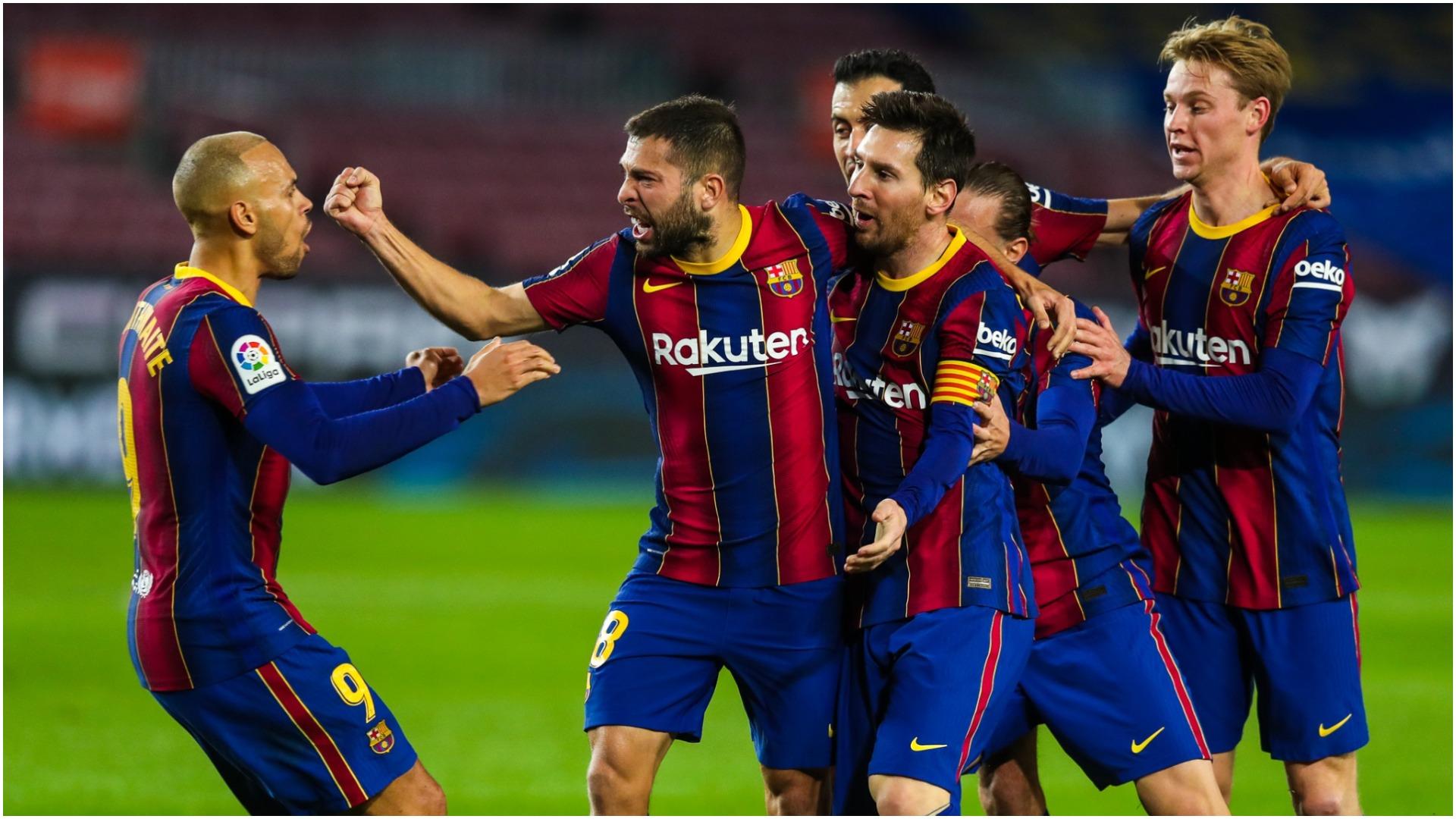 """FOTO/ """"Eksperiment"""" i guximshëm, fanellat e Barçës për sezonin e ardhshëm"""