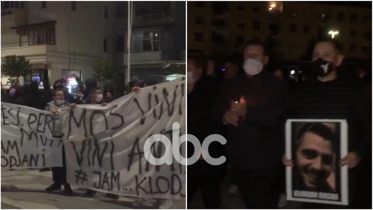 Qirinj, thirrje dhe pankarta, protestë në Berat, të rinjtë: Të ikë Lleshaj, drejtësi për Klodianin