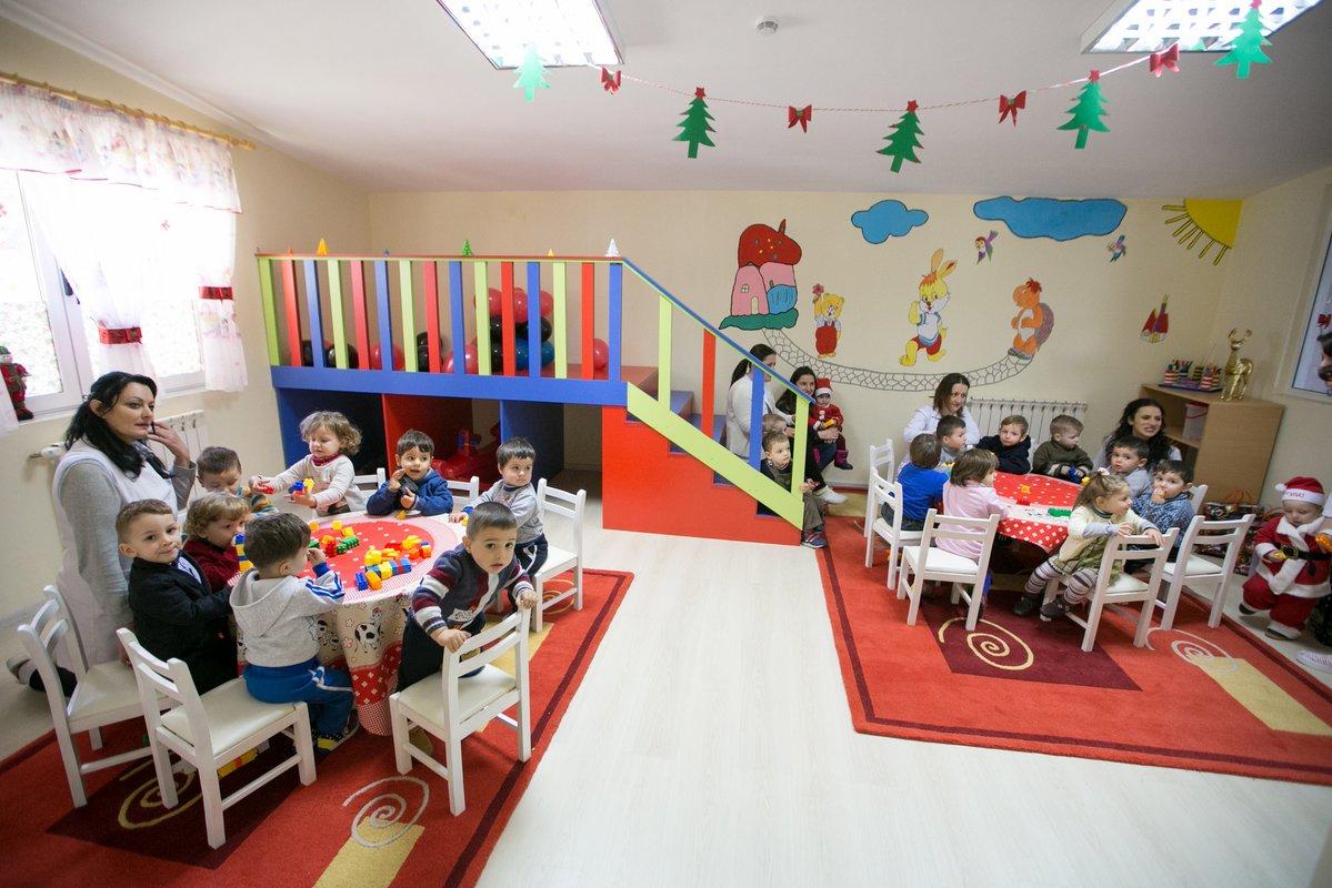 Për shkollat u zgjatën pushimet, po çerdhet dhe kopshtet? Flet ministrja