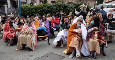 Tërmeti dëmtoi edhe spitalet, nënat me të porsalindurit përfundojnë jashtë në të ftohtë