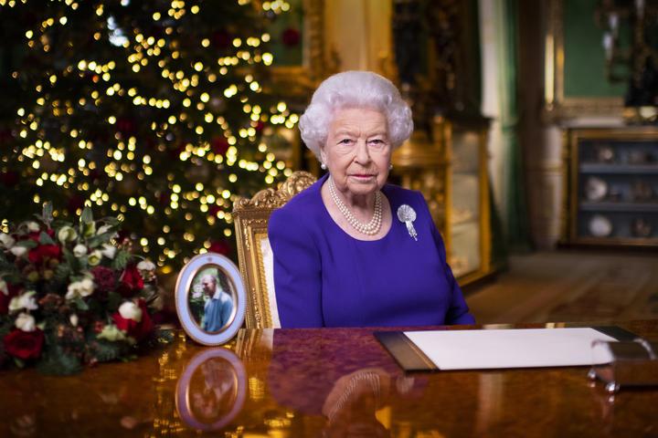 Mesazhi i mbretëreshës Elizabeth II për Krishtlindje: Nuk jeni vetëm, ka shpresë për agim të ri