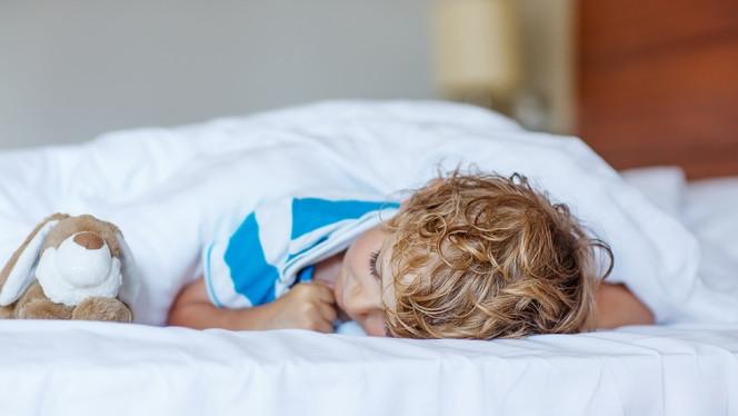 Studimi: Në cilën moshë duhet të flenë fëmijët në mesditë?