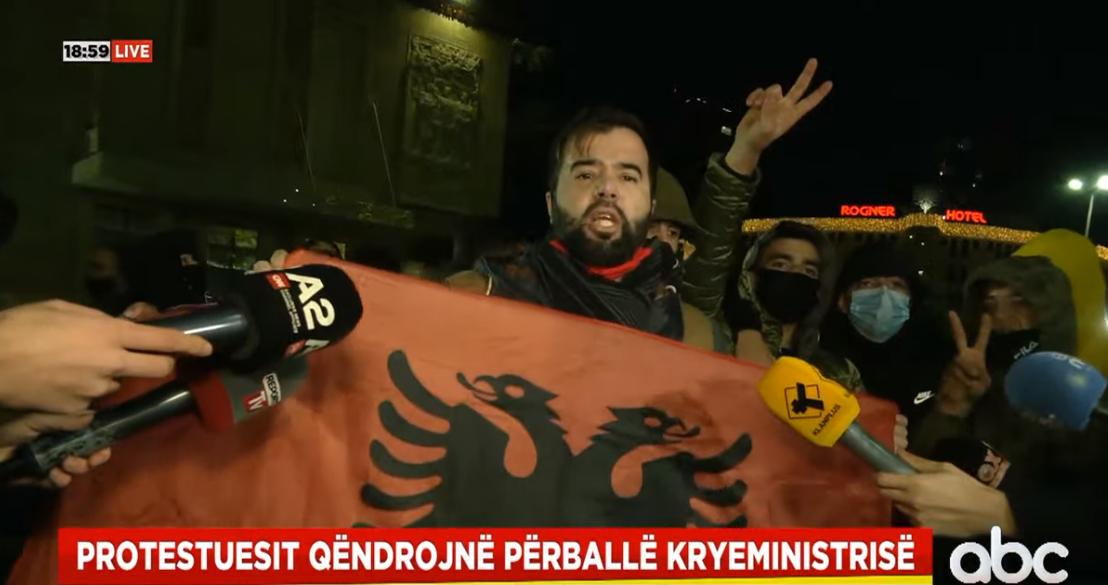 """""""I duam policët e ndershëm, mjaft i torturuat djemtë"""", qytetarët kërkojnë lirimin e protestuesve"""