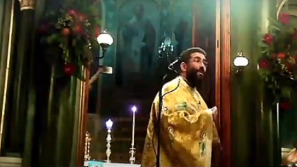 Besimtarët shkojnë në kishë pa maska, prifti refuzon të mbajë meshën